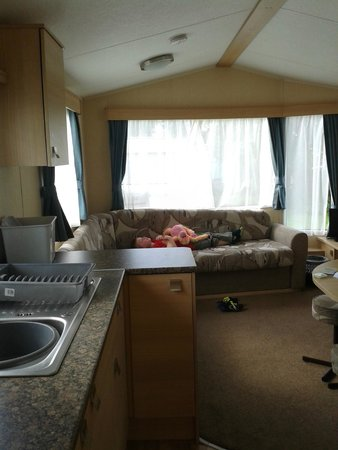 Riverside Touring & Holiday Park: Kitchen/lounge