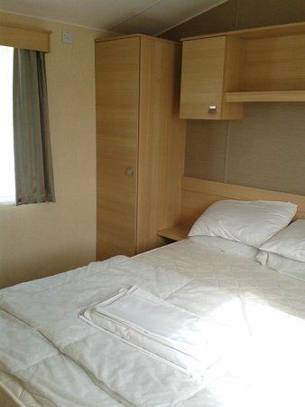 Riverside Touring & Holiday Park: Main bedroom