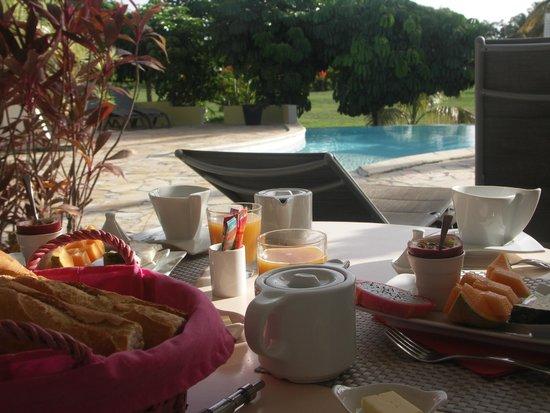 La Metisse : petit dejeuner en terrasse