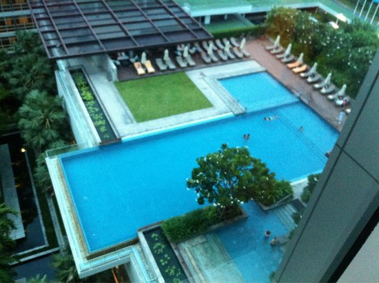 Pullman Bangkok King Power: Swimming pool from 11th floor!
