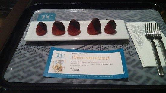 Gran Hotel Torre Catalunya : Fresas con chocolate del pack romantico