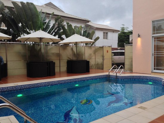 GrandBee Suites: The Pool