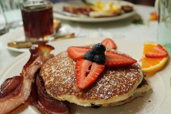 The Hob Knob: pancakes with organic bacon