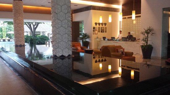 Marival Residences Luxury Resort: Cool lobby open air!