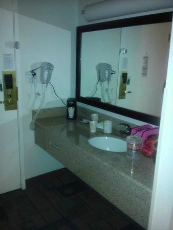 La Quinta Inn Birmingham / Cahaba Park South: Vanity/sink
