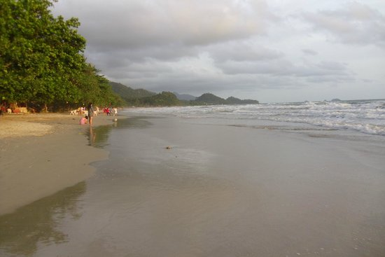 KC Grande Resort & Spa: White sand beach where the hotel is located