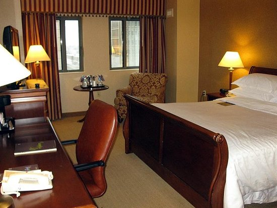 Sheraton Springfield at Monarch Place: Sheraton Springfield - King Bed Room