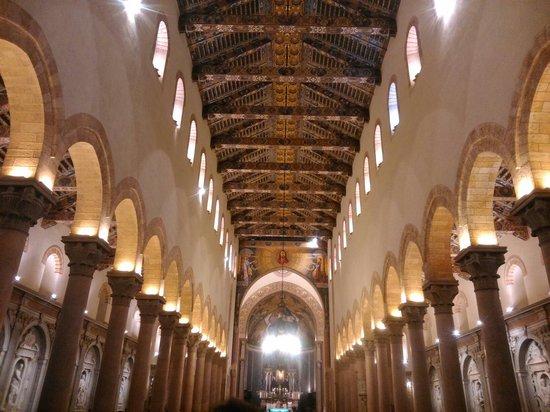 La grandiosa magnificenza del duomo di Messina, illuminata interamente durante il ferragosto!