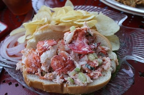 Jared Coffin House: lobster roll