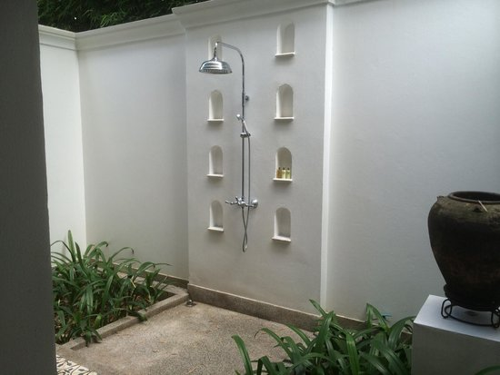 137 Pillars House: outside shower