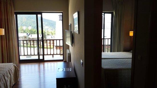 Guitart La Molina Resort & Spa: Comedor y habitación