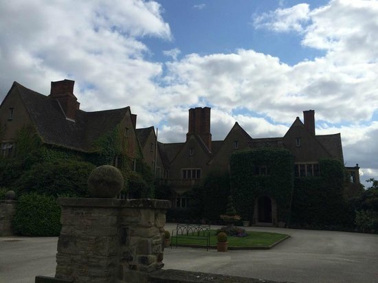Mallory Court Hotel: Front of the hotel