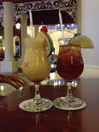 Grand Bahia Principe Turquesa: cocktails du bar à l'accueil club premier