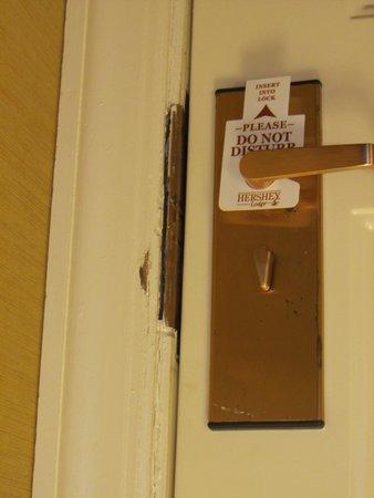 Hershey Lodge: damaged door jamb