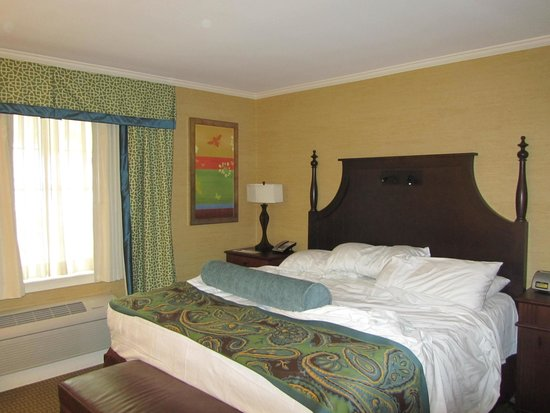 Hershey Lodge: small room