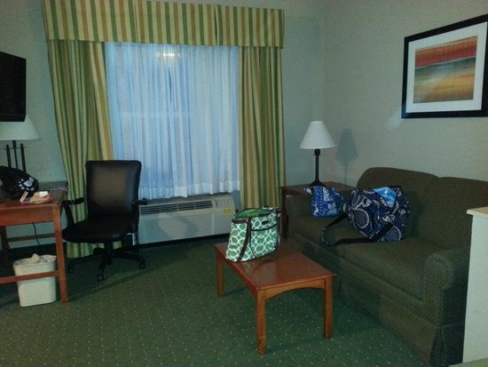 Holiday Inn Express Orlando Airport: Double Queen Room with Kitchen (Living area)