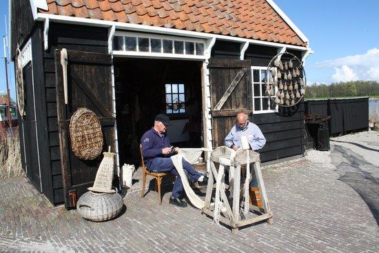 Zuiderzee Museum (Zuiderzeemuseum): Netten breien in het buitenmuseum