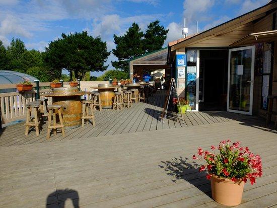 Camping La Bretonniere: The bar and wifi area