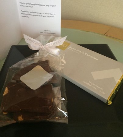 Swissotel Nankai Osaka : Birthday greeting card and present during my stay