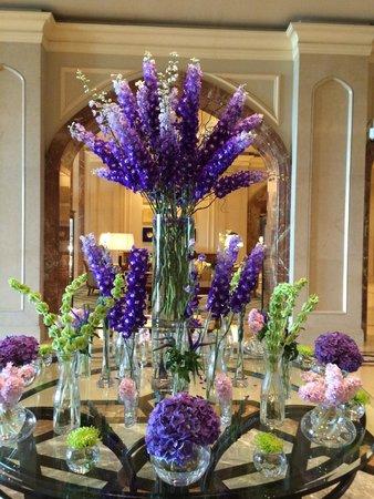 Four Seasons Hotel Doha: Lobby Flowers