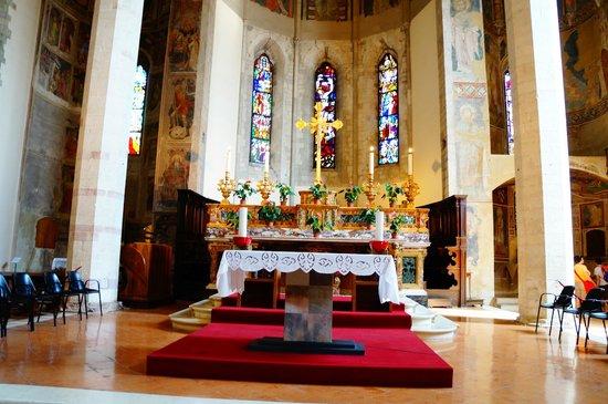 Chiesa di San Francesco: Altare-S.Francesco-Gubbio
