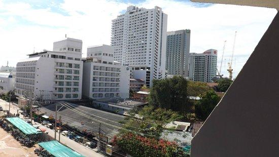 Sunshine Vista Serviced Apartment: Вид из номера