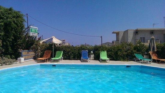 Creta Sun Hotel Studios : vue de la pisicine depuis la réception
