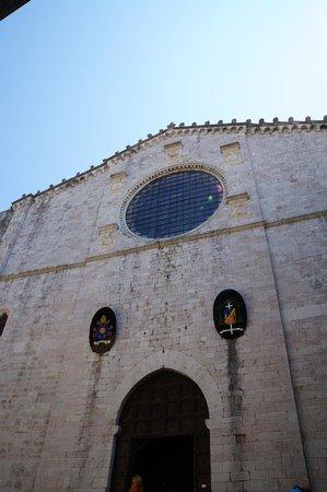 Cathyedral (Duomo di Gubbio): Facciata del Duomo