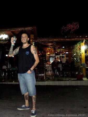 tomando cerveza en Calle 62