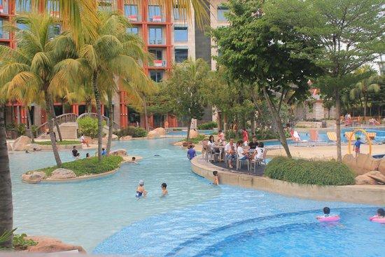 Resorts World Sentosa - Festive Hotel: Piscine hard rock café dispo pour clients festive hotel