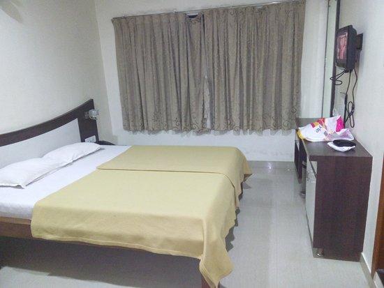 Hotel Saish International: Bed