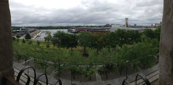 Auberge du Vieux-Port: View of the St. Lawrence River from the hotel room (4th floor)