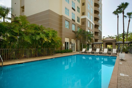 Staybridge Suites Miami Doral Area Pool