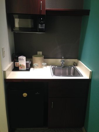 SpringHill Suites Danbury: Refrigerator / Microwave