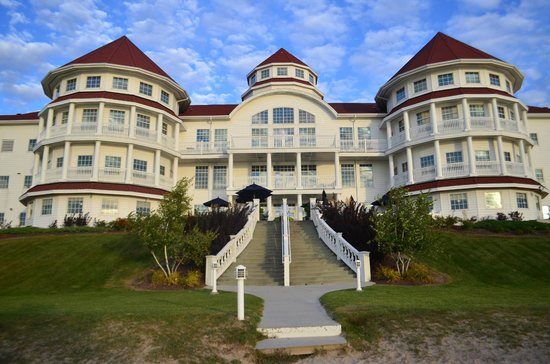 Blue Harbor Resort: Hotel from the beach