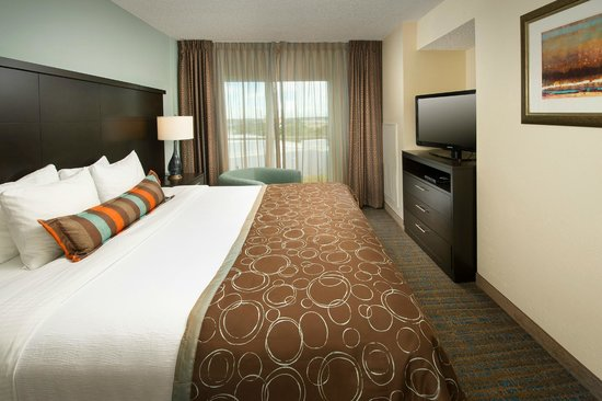 Staybridge Suites Miami Doral Area: Staybridge Suites Miami King Bed Guest Room