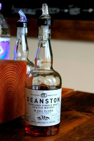 Deanston Distillery & Visitor Centre: Tasting room.