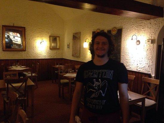 Pizzeria Osteria da Giovanni: Interior and friendly staff
