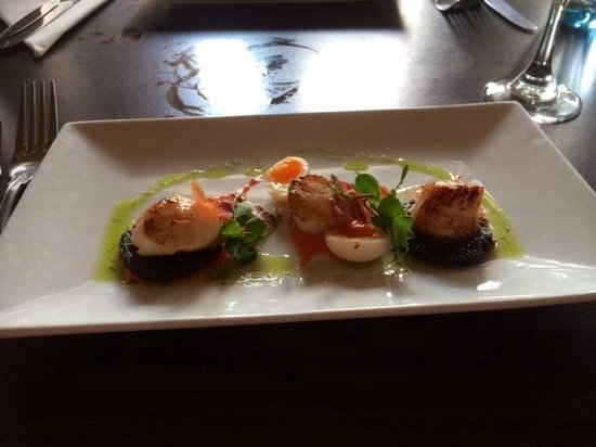 Blyth Hotel: Scallops with black pudding