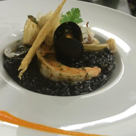 Gracia Cocina de Autor: Rissoto negro con tinta de calamar y mariscos!