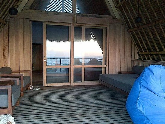 Jeeva Beloam Beach Camp: The veranda of the beruga