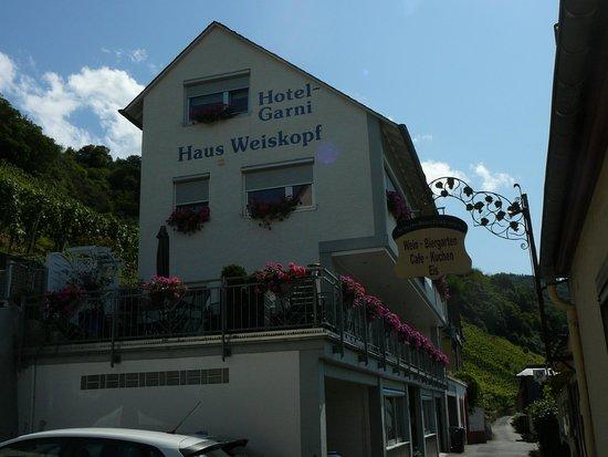 Haus Weiskopf - Hotel Garni: buitenzijde en terras (op eerste verdieping)