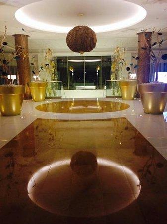 EPIC SANA Algarve Hotel: lobby at night