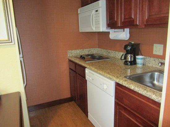 Homewood Suites by Hilton Fort Collins: kitchen