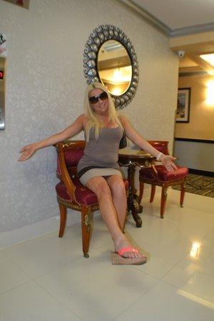 Ocean Sky Hotel & Resort: Typical hallway elevator area