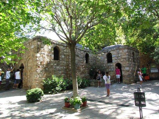 Meryemana (The Virgin Mary's House): Casa Vergine Maria:facciata laterale