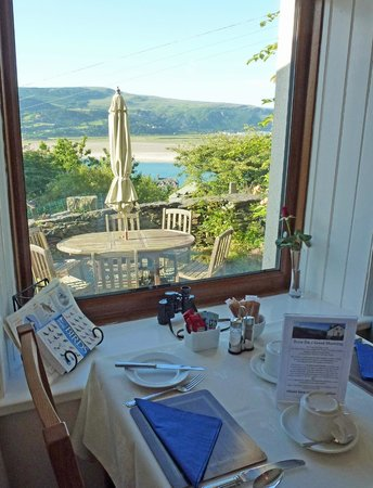Bryn Melyn Guest House: Breakfast with a view