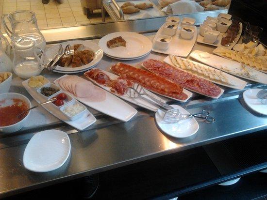 IBEROSTAR Grand Hotel Budapest: Buffet frio del desayudo
