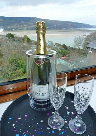 Bryn Melyn Guest House: Surprise your loved one with champagne?