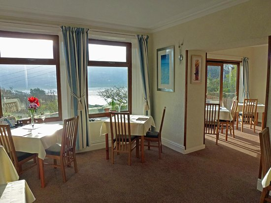 Bryn Melyn Guest House: The bright, sunny Mawddach Dining Room